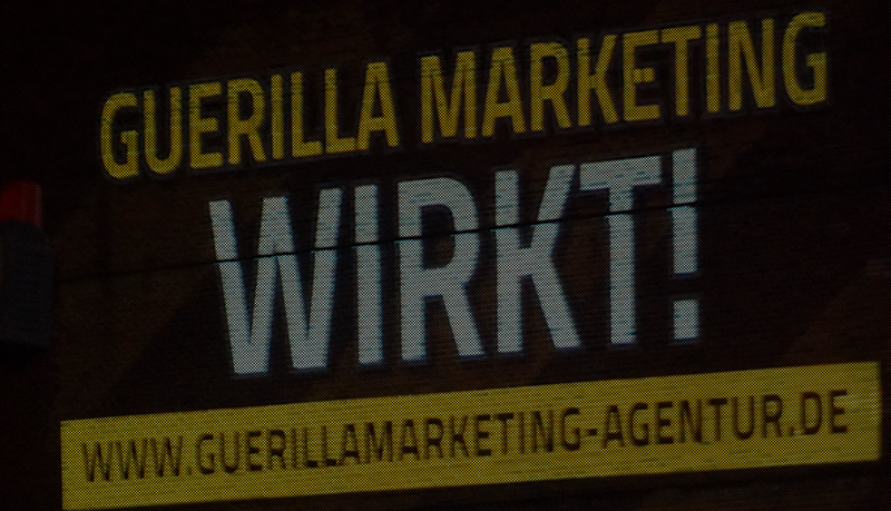 OlafRuppert_Guerilla-Marketing_Beamvertising_web